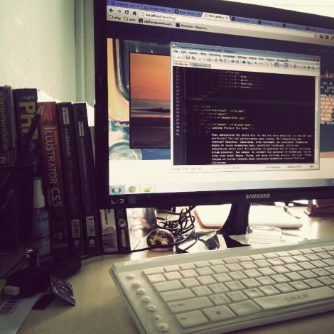 ภาพประกอบ : โต๊ะทำงาน
