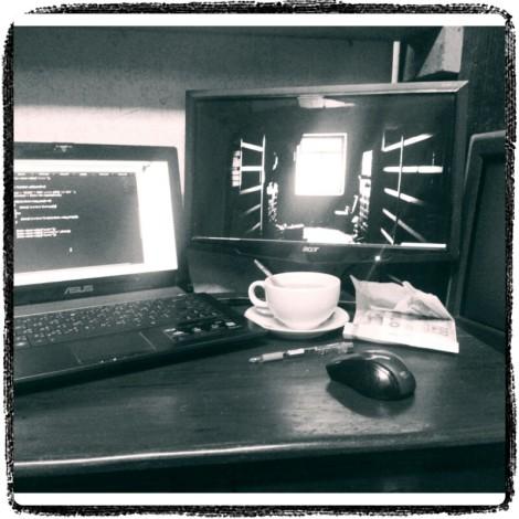 ภาพประกอบ : โต๊ะทำงานกลางคืน